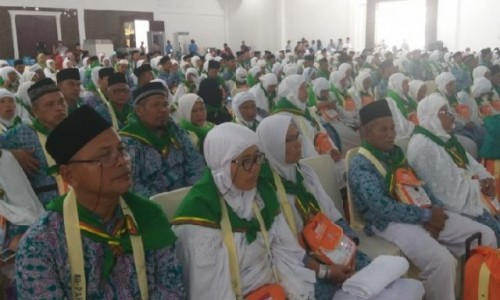 Ratusan jemaah calon haji (JCH) asal Kabupaten Asahan yang tergabung pada Kloter 03 Embarkasi Medan. (Foto ANT)